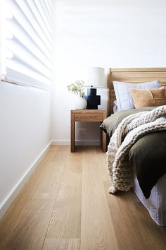 Picking the right bedroom floor doesn't happen overnight. Here's all you need to know to find the bedroom flooring of your dreams. Bedroom Laminate Flooring, Living Room Flooring, Parquet Flooring, Flooring Ideas, Hardwood Floors, Oak Bedroom, Large Bedroom, Bedroom Wall, Bedroom Ideas