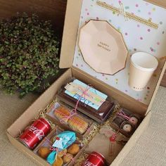 Diy Birthday, Birthday Gifts, Happy Birthday, Picnic Box, Ramadan Gifts, Wine Gift Baskets, Food Packaging Design, Picnic Foods, Party In A Box