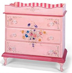 Beautiful Changing table.  I wonder if this would come in another color.  I'll let you know!
