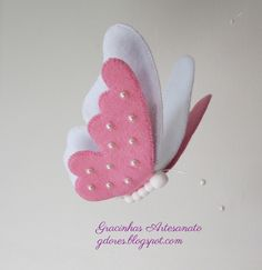 Felt crafts Butterfly - Sob o signo das borboletas (Gracinhas Artesanato) Felt Diy, Felt Crafts, Fabric Crafts, Sewing Crafts, Butterfly Felt, Butterfly Crafts, Felt Butterfly Pattern, Felt Flowers, Fabric Flowers