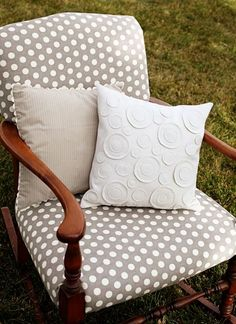 I love the circle pillow...maybe do a burlap pillow with black felted wool circles or deep red for my living room.