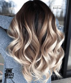 Balayage is the most popular way of dyeing hair in recent years. If you want to try balayage hair, please take a look at our collection of balayage hair color ideas which can bring you new inspiration, try it boldly! Shot Hair Styles, Long Hair Styles, Cabelo Ombre Hair, Gorgeous Hair Color, Brown Blonde Hair, Black Hair, Blonde Honey, Medium Blonde, Honey Hair