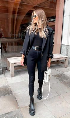 Cute All Black Outfits, All Black Outfit Casual, Blazer Outfits Casual, Classy Outfits, Winter Outfits, Outfit With Blazer, All Black Business Casual Outfits, Urban Chic Outfits, Black Trainers Outfit