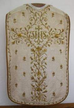 French chasuble (see Figure 5), from the second half of the nineteenth century – during which time the abbey recovered it from the vicissitudes of the French Revolution and Napoleonic Wars – is made of white watered silk, decorated with flower shoots, roses and lilies, in gold embroidery. The vestment is surrounded with gold braid and gold shoots.