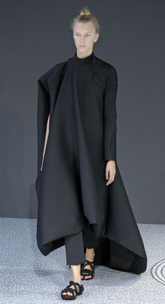 París Haute Couture FW 2013-2014: Desfile de Viktor & Rolf - Harper's Bazaar #stylekill| @andwhatelse