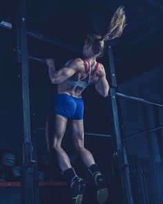 Two-time CrossFit Games champ Annie Thorisdottir  Crossfit Body, Crossfit Women, Crossfit Photography, Fitness Photography, Crossfit Inspiration, Fitness Inspiration, Calisthenics Body, Fitness Motivation Pictures, Crossfit Motivation