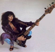 Kate Bush Slapping' da bass.