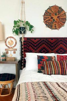 Boho Chic Interiors – Bohemian home decor – Boho interior design – Bohemian interior … Room Decor, Interior Design, Apartment Decor, Bohemian Style Bedroom Design, Home, Bohemian Bedroom Decor, Bohemian Style Bedrooms, Bedroom Design, Home Decor