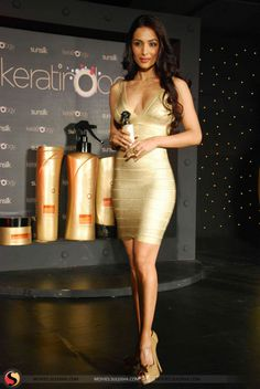 58d85cb623 Bollywood beauty Malaika Arora fairly shone in this golden metallic bandage  dress