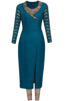 Tisha Saksena presents Teal floral dabka and sequins embellished blazer suit set available only at Pernia's Pop Up Shop. Salwar Designs, Kurti Neck Designs, Blouse Designs, Churidhar Designs, Indian Attire, Indian Wear, Salwar Kameez, Salwar Dress, Churidar