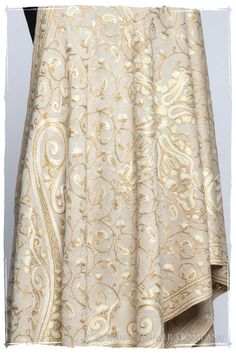 Pearl de Crème Royale Paisley Shawl — Seasons by The Kashmir Company Indian Designer Outfits, Indian Outfits, Indian Clothes, Kashmiri Shawls, Kashmiri Suits, Paisley, Embroidery Suits Design, Kurta Designs Women, Embroidery Saree