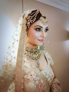 Indian bride look Bollywood star . Indian Bridal Fashion, Indian Bridal Makeup, Indian Wedding Jewelry, Indian Bridal Wear, Bridal Makeover, Punjabi Bride, Bride Indian, Punjabi Wedding, Braut Make-up