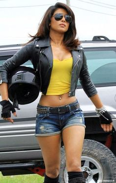 Bollywood actress Priyanka Chopra is trained in Gatka (stick fighting) and boxing.