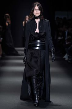 Ann Demeulemeester Fall 2015 Ready-to-Wear Fashion Show
