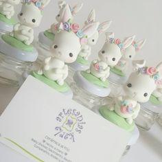 "Artesanias Karla on Instagram: ""Conejita 🐇🌼 📬Fanpage artesanías karla  Rabbit Clay Bear, Jumping Clay, Bunny Party, Bunny Birthday, Fondant Toppers, Fondant Figures, Fimo Clay, Pasta Flexible, Girl Cakes"