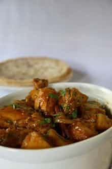 Farida Omar's chicken curry This recipe is taken from Hunger for Freedom, the story of food in the life of Nelson Mandela, by Anna Trapido Veg Recipes, Spicy Recipes, Curry Recipes, Indian Food Recipes, Asian Recipes, Chicken Recipes, Cooking Recipes, Ethnic Recipes, Recipies