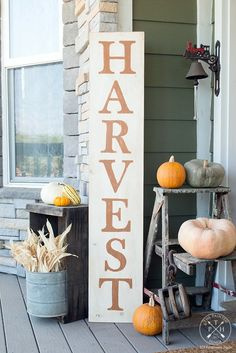 A stencil-free solution to the fall sign problem. Free Printable Letters To Make A DIY Harvest Sign on The Painted Hinge Farmhouse blog Letter Stencils, Sign Stencils, Free Stencils, Fun Diy Crafts, Fall Crafts, Recycled Crafts, Wood Crafts, Decor Crafts, Free Printable