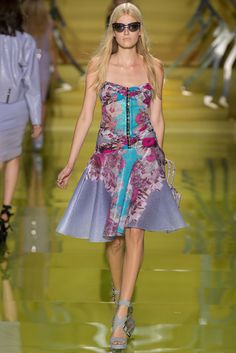 Versace Spring 2014 Ready-to-Wear Fashion Show - Louise Parker