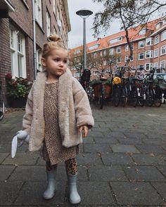 501 vind-ik-leuks, 11 reacties - maed for mini (@maedformini) op Instagram: 'The very last t-bear coat in size 2-3 years is for sale via @trueartofgiving If you like it, please…'