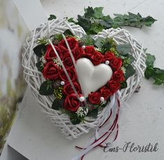 Tomb arrangement of all holy Remembrance Day Heart Willow Heart 40 x 40 cm rose Heart, white-red Hello everybody! Grave arrangement Heart We work most Valentine Day Crafts, Valentines, Grave Decorations, Homemade Wedding Favors, Cemetery Flowers, All Saints Day, Foam Roses, Wedding Wreaths, Remembrance Day