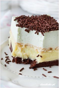"""Cake """"Chocolate-creamy"""" Ingredients For biscuit: 3 eggs 100 gr. flour tablespoons cocoa teaspoon baking powder a pinch of salt For mint Ingredients For Biscuits, Delicious Desserts, Yummy Food, Polish Recipes, Polish Food, No Bake Cake, Cake Cookies, Chocolate Cake, Cheesecake"""