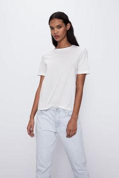 Not all white tees are created equal, though, so we discovered the best white t-shirts for any type of outfit. Plain White T Shirt, White Tees, Basic Shirts, T Shirts, White Tshirt Outfit, Models, Zara Women, Mannequin, Minimalist Fashion