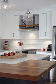 & & & & Kitchen cabinets-wood - cherry which, quartz - Simard Kitchen and bathroom Wood Kitchen Cabinets, Kitchen Reno, New Kitchen, Kitchen Family Rooms, Cook Up A Storm, Kitchen Hardware, New Home Designs, Cuisines Design, Küchen Design