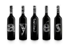 Vino de pago Red Wine, Alcoholic Drinks, Bottle, Glass, Packaging, Ideas, Glass Bottles, Bottle Design, Ale