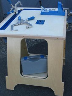 Use this in a kitchen for a temp island, when u don& have room for it everyday. Woodworking Workshop, Woodworking Bench, Woodworking Shop, Woodworking Projects, Workshop Stool, Workshop Design, Wood Shop Projects, Diy Projects, Kreg Jig Projects