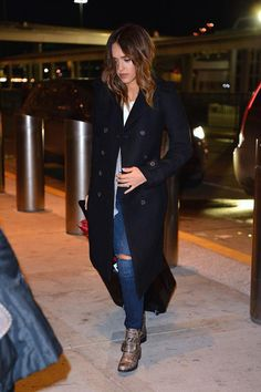 23 Stars Who Have Airport Style on Lock: Jessica Alba