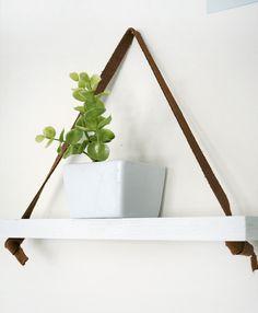 une tag re m tal suspendue au plafond dans la cuisine etagere metal blog deco et dans la cuisine. Black Bedroom Furniture Sets. Home Design Ideas