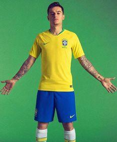 """you left me"" ""i'm sorry meu amor"" ""meu amor my ass"" - ""alrighty then coutinho, smooth. Brazil Players, Brazil Football Team, Brazil Team, Football Is Life, National Football Teams, Neymar Memes, Neymar Jr, Neymar E Gabriel Jesus, Coutinho Wallpaper"
