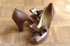 vintage NOS 1940s shoes / brown leather bow pumps / size 7. $50.00, via Etsy.