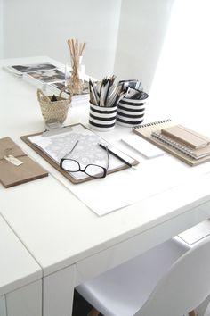 Super Home Office Desk Organization Desktops Black White Ideas Home Office Space, Office Workspace, Home Office Desks, Office Decor, Organized Office, Workspace Inspiration, Decoration Inspiration, Interior Inspiration, Style Inspiration