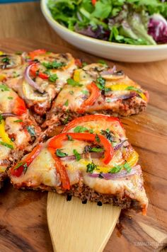 Slimming Slimming Eats Low Syn Meatzza - gluten free, dairy free, Slimming Eats and Weight Watchers friendly Slimming World Quiche, Slimming World Dinners, Slimming World Recipes Syn Free, Slimming Eats, Slimming World Lunch Ideas, Slimming Word, Mince Recipes, Low Carb Recipes, Diet Recipes