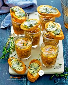Glaasje uiensoep met blauwekaas croutons Tapas, High Tea, Yummy Drinks, Fresh Rolls, Italian Recipes, Soup Recipes, Good Food, Appetizers, Lunch