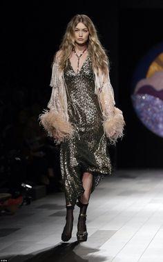 Moss Fashion, Catwalk Fashion, Fashion Line, New York Fashion, Fashion Models, Fashion Women, Gigi Hadid Walk, Gigi Hadid Runway, Anna Sui Fashion