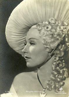 Brigitte Horney Star Wars, Hollywood, Celebs, Female Celebrities, Famous People, Pin Up, Dancer, Actresses, Sculpture