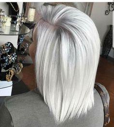 Platinum mid-length hair - All For Hair Color Balayage Silver Blonde Hair, Platinum Blonde Hair, Silver Platinum Hair, Icy Blonde, Brown Blonde, Icy Hair, Mid Length Hair, Pinterest Hair, Hair Color And Cut
