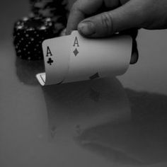 Follow these hand charts and learn how to play your starting hands at Texas Holdem.