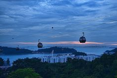 Fly away with me: a romantic dinner on a cable car, from mount Faber, Singapore!