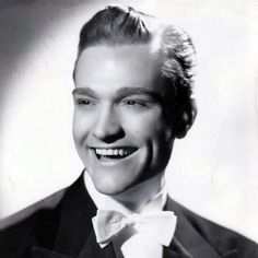 a young Red Skelton Hollywood Men, Golden Age Of Hollywood, Hollywood Stars, Classic Hollywood, Old Movie Stars, Classic Movie Stars, Classic Films, Celebrities Then And Now, Young Celebrities