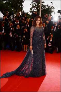 Aishwarya Rai wears ELIE SAAB Haute Couture Fall 2011-12 to the 'Cosmopolis' premiere in Cannes.