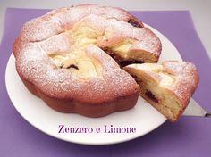 La torta nua è una torta morbidissima e cremosa, raffinata, ma non pretenziosa, adatta a tutte le occasioni e che soddisfa proprio tutti.