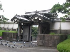 """""""old japanese gate""""的图片搜索结果 Japanese Fence, Gazebo, Pergola, Solid Wood, Outdoor Structures, Mansions, House Styles, Doors, Google Search"""