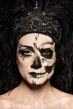 Maquillaje: Aarón Blanco productos Make Modelo: Patricia Amorós Guillén. Amazing Halloween Makeup, Halloween Face Makeup, Fx Makeup, Beauty Makeup, Candy Skull Makeup, Skull Face Paint, Fantasy Make Up, Maquillaje Halloween, Creative Makeup