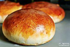 hamburger bun / roll