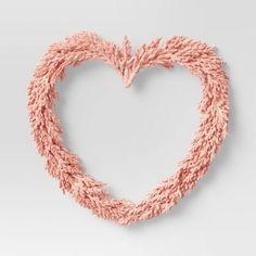 Valentine Day Kiss, Valentine Day Wreaths, Valentines Day Decorations, Holiday Wreaths, Valentine Crafts, Heart Wreath, Pampas Grass, How To Make Wreaths, Pretty In Pink
