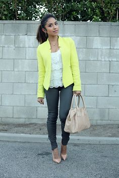 lace,jeans, nude shoes and purse, with a bright blazer! Spring Summer Fashion, Autumn Winter Fashion, Spring Outfits, Winter Style, Stylish Outfits, Cute Outfits, Yellow Clothes, Jeans With Heels, Fashion Beauty