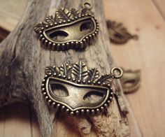 GBP 1.71/10pcs of Antique Bronze 16x19mm Phantom of the Opera, Costume Party, Mask Charms   Can put on favours or invitations, but I'm thinking favours coz the invitations will have printed masks anyway